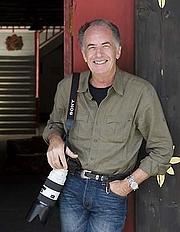 Kirjailijan kuva. Michael Freeman