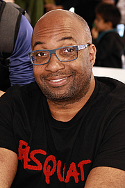 """Kirjailijan kuva. Author Kwame Alexander at the 2019 Texas Book Festival in Austin, Texas, United States. By Larry D. Moore, CC BY-SA 4.0, <a href=""""https://commons.wikimedia.org/w/index.php?curid=83568330"""" rel=""""nofollow"""" target=""""_top"""">https://commons.wikimedia.org/w/index.php?curid=83568330</a>"""