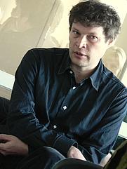 Author photo. Kirjanik ja ajakirjanik Andrei Hvostov Tartu Oskar Lutsu raamatukogus kohtumisel lugejatega (25.09.2008).