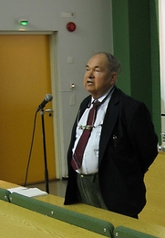 Author photo. Abrikosov lecturing in Otaniemi, Finland, 2006. Photo by user / English Wikipedia.