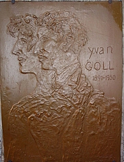 Author photo. Plaque by Marc Chagall on the tomb of Yvan and Claire Goll.  Photo by Ji-Elle / Wikimedia Commons.