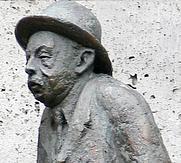 Author photo. Willy Reichert (as Herr Pfleiderer), detail of the sculpture of Häberle and Pfleiderer in Stuttgart, by Rudolf Kurz after an idea by Hanne Schorp-Pflumm. Photo: Andreas Praefcke.