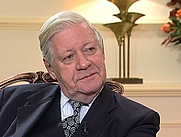 Author photo. Helmut Schmidt in 2001 (by NVPSwitzerland, CC BY-SA 3.0)