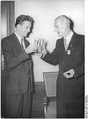 Author photo. Fritz Erpenbeck (rechts). Photo by Horst Sturm. (Deutsches Bundesarchiv 183-35699-0001)