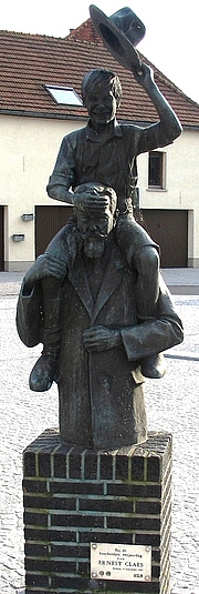 Author photo. Statue of Ernest Claes, Zichem, Belgium.  Photo by user Paul Hermans / Wikimedia Commons.