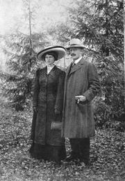 Author photo. Marie Hamsun with Knut Hamsun (1909)