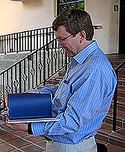 Author photo. Photo by Steve Ryan (Flickr/Cropped)