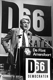 Author photo. Hans van Mierlo in 1985 [credit: Collectie SPAARNESTAD PHOTO/NA/Anefo/Rob Bogaerts; grabbed from Wikipedia]