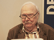 Author photo. By Wikinade - Own work, CC BY-SA 3.0, <a href=&quot;https://commons.wikimedia.org/w/index.php?curid=31854364&quot; rel=&quot;nofollow&quot; target=&quot;_top&quot;>https://commons.wikimedia.org/w/index.php?curid=31854364</a>
