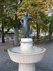 Author photo. Liesl-Karlstadt-Brunnen vom Bildhauer Hans Osel auf dem Viktualienmarkt in München