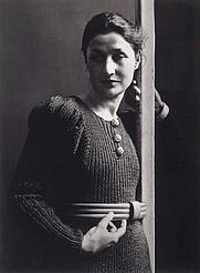 Author photo. Valentine Penrose, 1935 (Rogi André)