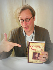 Autoren-Bild. M.T. Anderson mugging with his Octavian Nothing. 2010 Baltimore Book Festival. ©2010