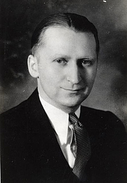 Author photo. Harold C. Deutsch [credit: Minnesota Historical Society]