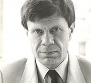 Author photo. Uncredited image from <a href=&quot;https://www.newberry.org/04021985-seminar-roger-chartier&quot; rel=&quot;nofollow&quot; target=&quot;_top&quot;>Newberry Library website</a>