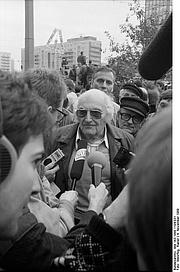 Author photo. Photo by Rainer Weisflog. (Deutsches Bundesarchiv Bild 183-1989-1104-031)
