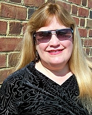 Author photo. Laurie Eakes