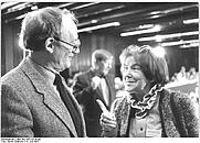 Author photo. Luise Rinser (rechts/right). (Deutsches Bundesarchiv Bild 183-1987-0714-302)