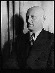 Author photo. (Library of Congress Van Vechten Photographs LOT 12735, no. 1039)