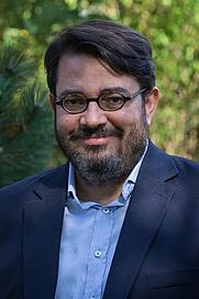 Author photo. Wikimedia Commons CC-BY-SA-4.0 Pymouss File:FIG 2015 - Bruno Fuligni 01.jpg