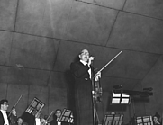 Author photo. Jack Benny with his fiddle at a Kansas City Symphony fund-raiser, March 22, 1958. (trumanlibrary.org)