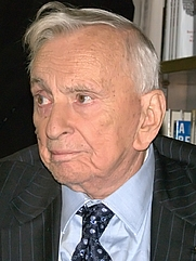 Author photo. Gore Vidal at the Union Square Barnes & Noble to be interviewed by Leonard Lopate to discuss his life and his photographic memoir, Gore Vidal: Snapshots in History's Glare by David Shankbone