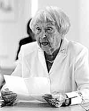 Author photo. Elfriede Brüning at the Strandhalle Ahrenshoop on June 13, 2003 while an lecture of her book &quot;Vom schlimmen Anfang&quot; By Günter Prust - <a href=&quot;//www.foto-prust.de&quot; rel=&quot;nofollow&quot; target=&quot;_top&quot;>http://www.foto-prust.de</a>, CC BY 3.0, <a href=&quot;//commons.wikimedia.org/w/index.php?curid=22899905&quot; rel=&quot;nofollow&quot; target=&quot;_top&quot;>https://commons.wikimedia.org/w/index.php?curid=22899905</a>
