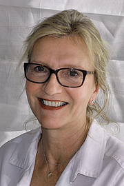 """Author photo. Author Elizabeth Strout at the 2015 Texas Book Festival. By Larry D. Moore, CC BY-SA 4.0, <a href=""""https://commons.wikimedia.org/w/index.php?curid=44665615"""" rel=""""nofollow"""" target=""""_top"""">https://commons.wikimedia.org/w/index.php?curid=44665615</a>"""