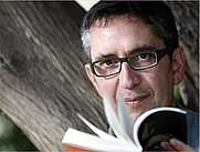 Author photo. <a href=&quot;http://www.saforissims.org/wp-content/uploads/2012/11/Manuel-Baixauli-Marga-Ferrer.jpg&quot; rel=&quot;nofollow&quot; target=&quot;_top&quot;>http://www.saforissims.org/wp-content/uploads/2012/11/Manuel-Baixauli-Marga-Ferr...</a>