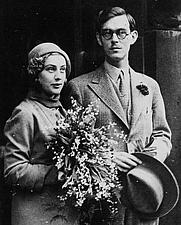 Author photo. Wikipedia, Lennart Bernadotte (1909-2004) with his fiancée Karin Nissvandt (1911-1991) in 1932.