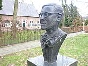 Author photo. Bust of Antoon Coolen [credit: Pieter K.]