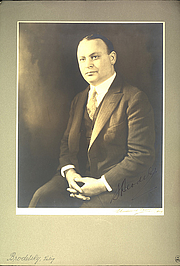 Author photo. Photographer unknown.  From the <a href=&quot;http://photography.si.edu/SearchImage.aspx?t=5&id=3502&q=SIL14-B8-04&quot;>Smithsonian Institution, Dibner Library of the History of Science and Technology</a>.
