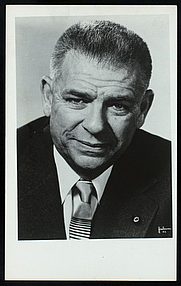 Author photo. Courtesy of the <a href=&quot;http://digitalgallery.nypl.org/nypldigital/id?TH-20044&quot; rel=&quot;nofollow&quot; target=&quot;_top&quot;>NYPL Digital Gallery</a> (image use requires permission from the New York Public Library)