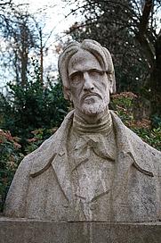 Author photo. Statue placée dans le Jardin de l'Arquebuse de Dijon. Source PRA