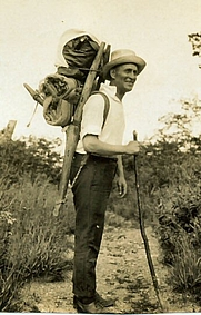 Author photo. Harry A. Franck tramping through China, 1922.