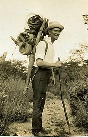 Author photo. Harry A. Franck tramping through China, 1922.