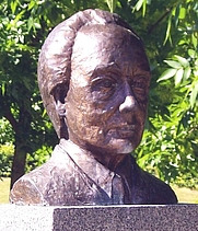 Author photo. Bust of Piet Hein located in Farum