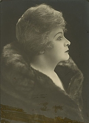 Author photo. Courtesy of the <a href=&quot;http://digitalgallery.nypl.org/nypldigital/id?TH-59248&quot; rel=&quot;nofollow&quot; target=&quot;_top&quot;>NYPL Digital Gallery</a> (image use requires permission from the New York Public Library)