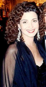 Author photo. Annie Potts at the Governor's Ball following the 41st Annual Emmy Awards, 9/17/89 [photo by Alan Light; grabbed from Wikipedia]