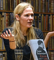 """Author photo. By Frankie Fouganthin - Own work, CC BY-SA 3.0, <a href=""""https://commons.wikimedia.org/w/index.php?curid=29988483"""" rel=""""nofollow"""" target=""""_top"""">https://commons.wikimedia.org/w/index.php?curid=29988483</a>"""