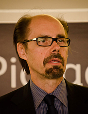 Fotografia dell'autore. Jeffery Deaver. Photo by Garry Knight.