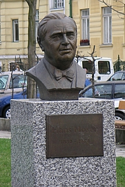 Author photo. Büste von Hans Moser im Hans Moser Park in Hietzing