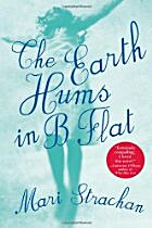 The Earth Hums in B Flat von Mari Strachan