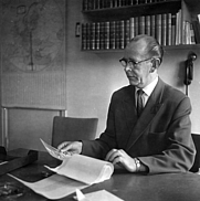 Author photo. Folke Fridell at the office of the Arbetaren weekly