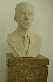 Author photo. Bust of J. Paul Getty, J. Paul Getty Museum, Los Angeles, California. Photo by Beatrice Murch / Flickr.