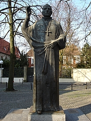 Author photo. Statue of Clemens August Graf von Galen, Münster, Germany.  Photo by user STBR / Wikimedia Commons.