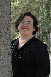 Author photo. Author Shannon Delany of the 13 to Life series in upstate New York. Photo credit to Karl Gee.