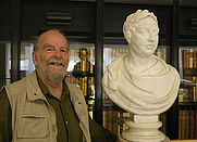 Author photo. Roderick Cave with George lll at the British Library