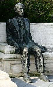Author photo. Statue of Gerardo Diego, Santander, Spain.  Photo by user Year of the Dragon / Wikimedia Commons.
