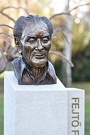 Author photo. Fejtő Ferenc szobra a budapesti Szent István parkban. Kocsis András Sándor alkotása