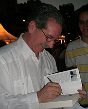 Author photo. Venezuelan writer Rafael Arráiz Lucca. Photo by Guillermo Ramos Flamerich (CC BY_SA 3.0).